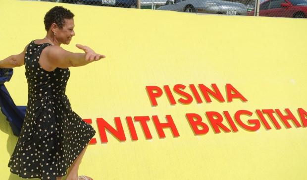 Vorig jaar mocht Enith Brigitha op haar geboorte-eiland Curaçao een zwembad onthullen dat naar haar vernoemd is!