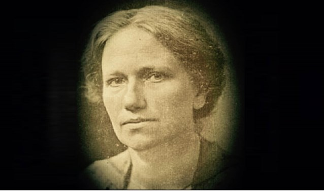 In juli 2018 is het precies 100 jaar geleden dat Suze Groeneweg, geboren en getogen in Strijen Sas, als eerste vrouw in de Tweede Kamer werd gekozen.
