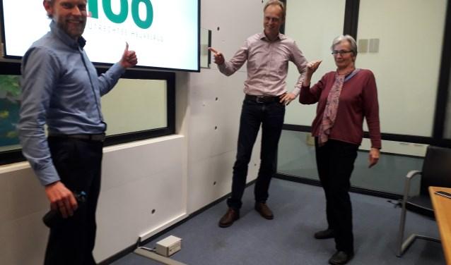De Duurzame Top 100 wordt beoordeeld door een commissie, bestaande uit Grada Bocker, Lennart van der Burg (Heuvelrug Energie) en Jolt Oostra (Heuvelrug Energie). FOTO: Maarten Bos