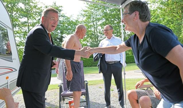 Burgemeester Stefan Huisman op werkbezoek in Oosterhout (foto: Casper van Aggelen)