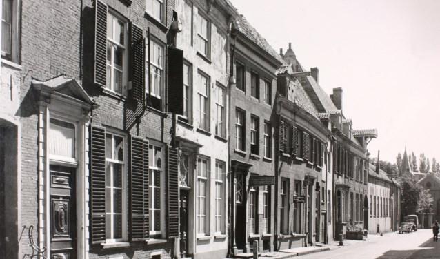 Oude Wand op nummer 23 was het eerste Gebr. Bakkers Weeshuis gevestigd. (Foto: Stedelijk Musea Zutphen)