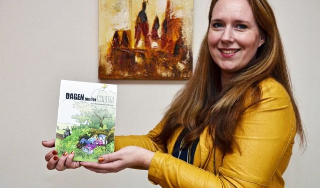 De Zevenaarse juf Heidi Bolsenbroek-Veltkamp brengt binnenkort haar eerste - en waarschijnlijk enige - boek uit. Het boek gaat over een zieke leerlinge die aan het eind van het schooljaar sterft. Iets wat Heidi zelf ook meemaakte. (foto: Ab Hendriks)