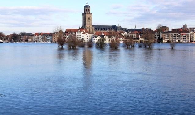 De eerste lezing van de Soroptimistclub wordt gegeven door waterveiligheidsanalist en deskundige Annegien Tijssen.