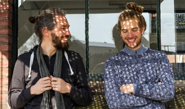 """Arthur Adam (links) en Stefan Schneider vormen samen AASS. Vrijdag presenteren ze in Atak hun debuutplaat. """"We wilden in één weekend een paar stukken opnemen als een soort demo, in de studio van onze vriend Tim van Doorn. Dat liep wat uit de hand."""""""