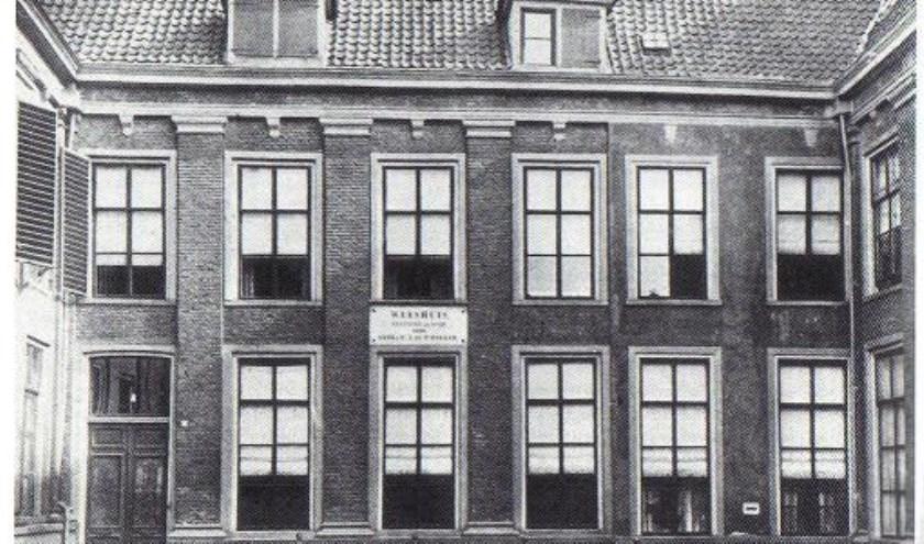 Gebr. Bakkers weeshuis Kuiperstraat. Nadat de laatste wezen begin jaren veertig vertrokken zijn wordt het pand op 1 juli 1942 verkocht. (Foto: Stedelijk Musea Zutphen)