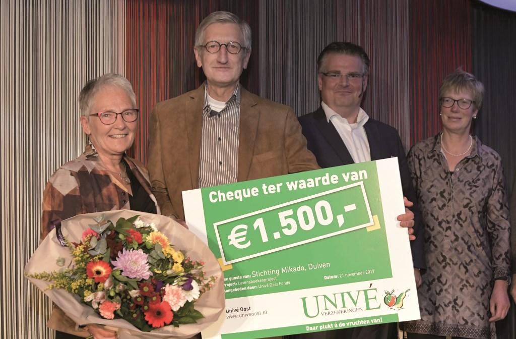 Levensboeken de Liemers heeft  een donatie van 1.500 euro ontvangen uit een fonds van verzekeraar Univé.