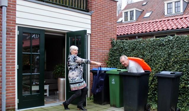 Teun en Niesje demonstreren de onveilige kant van de kliko's. FOTO: Els van Stratum