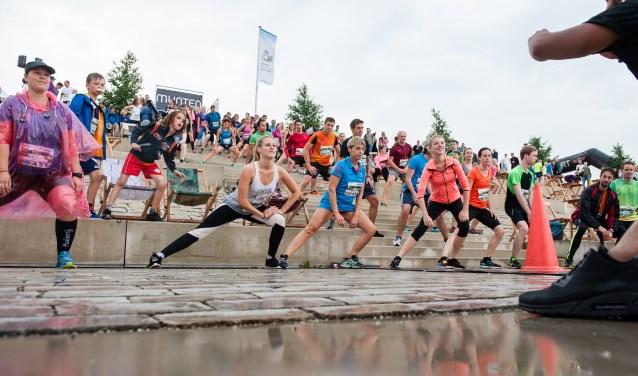 Warming-up voor de Eiland Run. (Foto: Stichting 024 Sport)