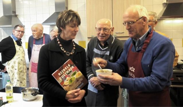 De laatste 3 activiteiten zijn op 29 januari en 17 februari, met op 9 februari als culinair hoogtepunt koken met oa. ds Anne Verbaan in 't Laag en genieten van een vijfgangendiner met uiteraard wijn en hemelse gerechten
