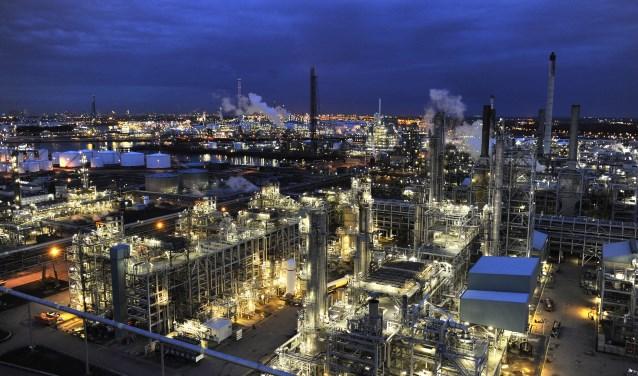 De bewoners werden getrakteerd op een indrukwekkende rondrit over de raffinaderij