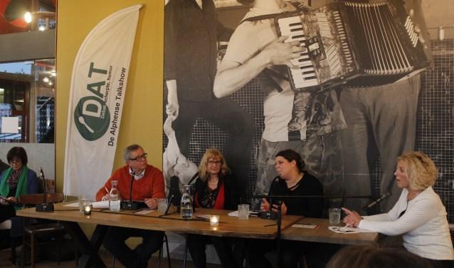 De sprekers: Anouk Noordermeer (VVD), Bernadette Wolters (PvdA),  Lisette Goddrie (Nieuw Elan), José Huls (GroenLinks) en Jeroen van Gool (CDA). Presentatoren: Gerrit Willems en Ina de Jong.