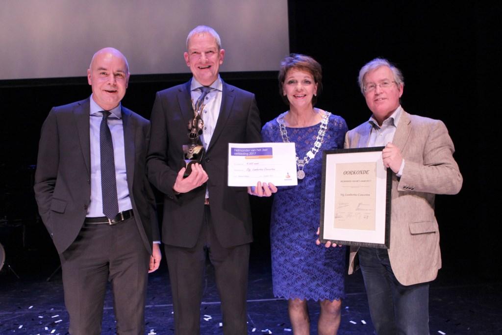 Vlnr: Peter de Bruin (directievoorzitter Rabobank Helmond), René Coolen (voorzitter Lambertus Concerten), Elly Blanksma (burgemeester Helmond) en Jeroen van der Heijden (secretaris Lambertus Concerten).