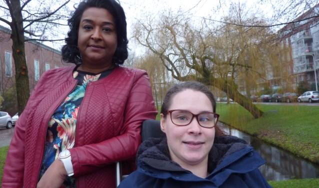 """Jane Kuldipsingh (links) en Charelle Redeker van de jongerenpartij De Haagse Toekomst. Ze rekenen op 3 zetels. """"Jongeren zullen op ons stemmen. Ook ouders die zich zorgen maken over de toekomst van hun kinderen. En verder leraren die zich kunnen vinden in onze standpunten."""""""
