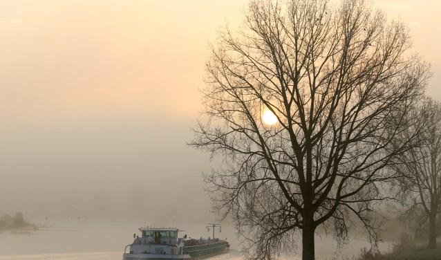 Boats sails in the fog van Nelly van Leur.