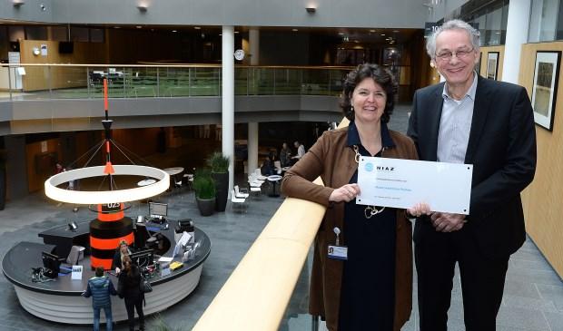 Pantein-bestuursvoorzitter Pauline Terwijn op de foto met Kees van Dun, directeur van NIAZ.