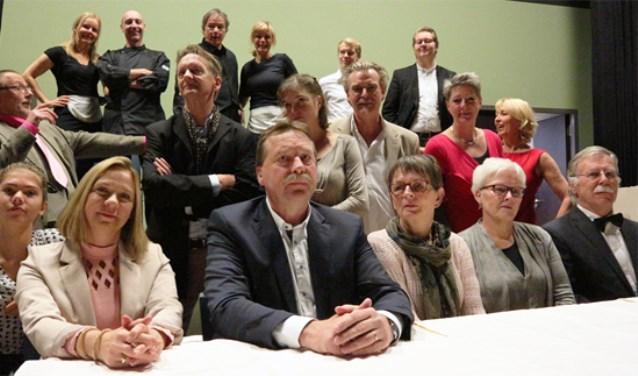 Succesvol zakenman Helge Klingenfeldt-Hansen wordt 60 jaar en geeft een feest voor zijn familie in zijn eigen hotel. De zelfmoord van dochter Linda enige tijd daarvoor mag de feestvreugde niet drukken.