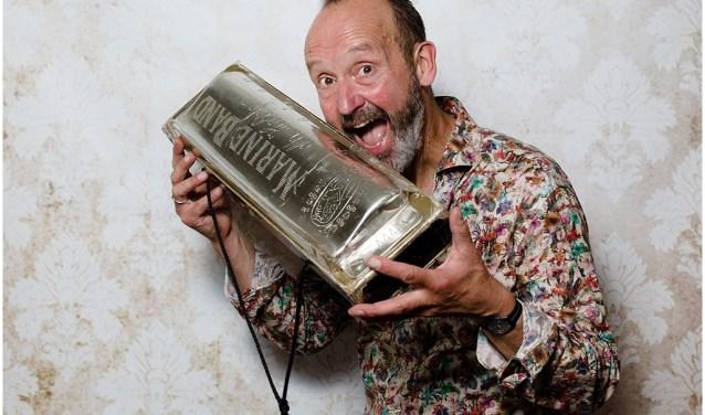 Mondharmonicapromotor Hans de Vries heeft er duidelijk zin in (foto: Charlie Wessels)