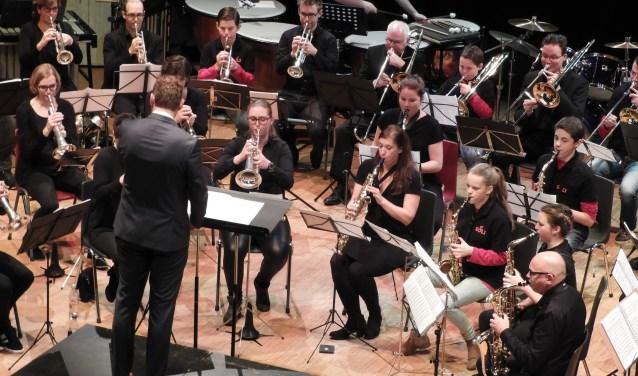 In een goed gevulde zaal van Landvast wist dirigent Jurgen Nab het orkest te inspireren om het beste uit zichzelf te halen en het publiek optimaal te laten genieten van de Weense walsen. (Foto: Privé)