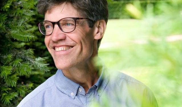 Willem Paul van der Ploeg schreef het boek De magie van tuinieren en is maandag 15 januari in Zevenaar voor een lezing. (foto: PR)