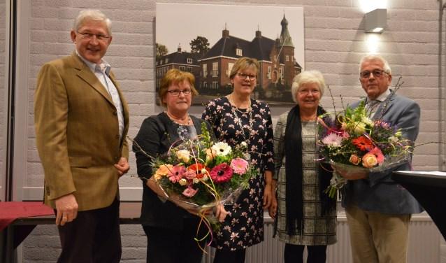 Johan de Kruijff en Jan Maasland namen de Zilveren Speld namens de winnende organisaties in ontvangst. (Foto: gemeente Woudenberg)