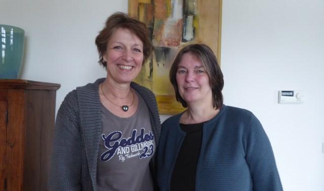 Hanneke Mijnhart en Marlies de Groot zijn het afgelopen jaar druk in de week geweest met het maken van een rapport over mantelzorg in de gemeente Renkum. (foto: Marnix ten Brinke)