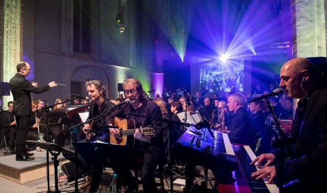 Peter Loeters, Joop Boxstart en John te Dorsthorst vermaakten het publiek in een volle Mariakerk. (foto: Marco Nijland)