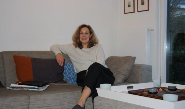 'Het is leuk om de PvdA-kar inclusief de nieuwe groep te trekken. Wij zijn nu al heel goed bezig en willen dat doortrekken', aldus Petra Verhoef thuis op de bank.