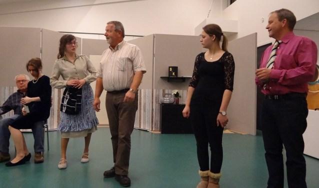 Toneelgroep Onder Ons begint aan een nieuw toneelseizoen en speelt diverse voorstellingen in de regio. (Foto: pr)