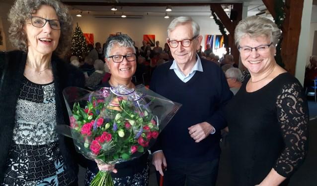 Gerda van Daalen (rechts) neemt het voorzitterschap over van (links) Ans Hoogerwerf. Francis Bakker (2e vl) wordt Hoofd Bezoekwerk zij neemt de werkzaamheden over van Leo Kruse. FOTO: Marcel Bos