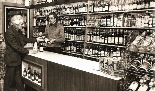 Theo Geutjes jr in de Wijnhandel Geutjes. Na een studie oenologie (wijnbereiding) in Frankrijk, ging hij in de slijterij bij zijn vader werken. Hij zette de traditie van onafhankelijk wijnimporteur voort.