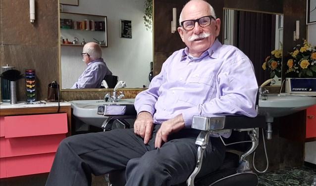 Kapper Frans Fonhof stopt na 55 jaar met knippen.