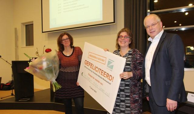 Mijn leven 2.0!,heeft de prijsvraag 'Versterken mentale weerbaarheid' gewonnen en ontving een cheque uit de handen van wethouder Fluitman.