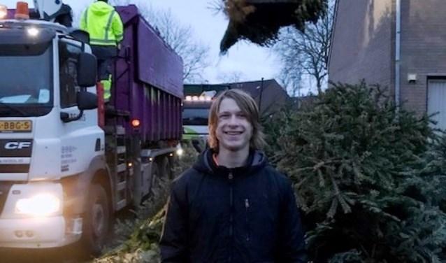 Luke haalt 574 kerstbomen op!