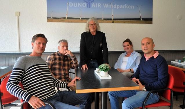 V.l.n.r. Peter de Kinder, Henk Peuijn, voorzitter Richard Vacquier Droop, Marleen Bal en Mark Vijzelman.