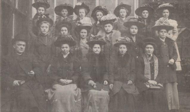 Collecterende vrouwen van de kerk (Foto: S. van Leeuwen).