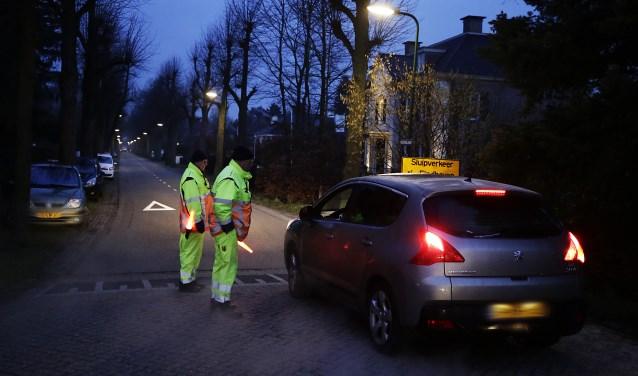 Verkeersregels lieten automobilisten vorige week in Maarheeze 'wennen' aan het ingestelde eenrichtingsverkeer. Foto: Jurgen van Hoof