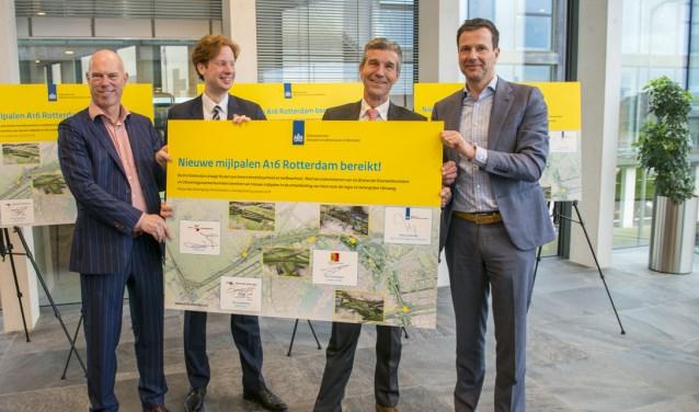 V.l.n.r.: Marco Zeeman (Rijkswaterstaat), Floor Vermeulen (provincie Zuid-Holland), Simon Fortuyn (gemeente Lansingerland) en Emile Klep (gemeente Rotterdam).