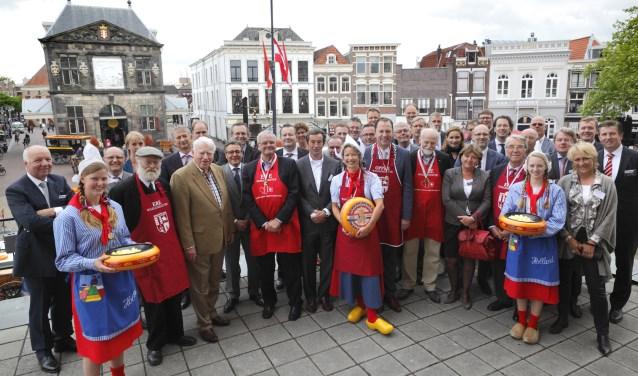 Het Gilde van Ere-Waegemeesters in 2013, toen onder meer de échte Frau Antje (vooraan in het midden) werd benoemd tot ere-waegemeester,. Foto: PR