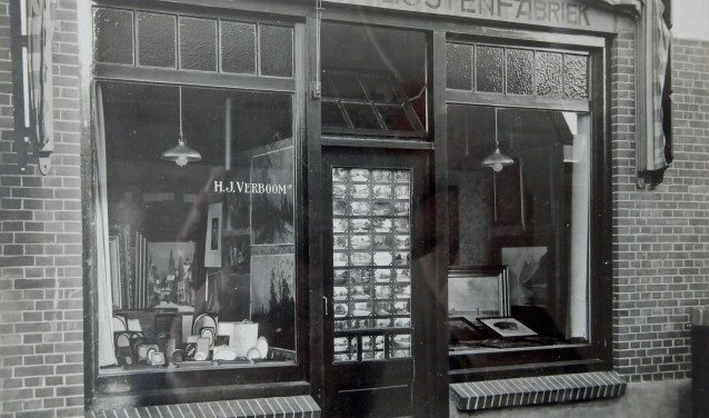 Na de Tweede Wereldoorlog begon Verboom zijn spiegel- en lijstenmakerij aan de Jagerlaan in Zeist. FOTO: Archief