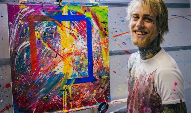 Sven Signe den Hartogh heeft sinds enkele maanden een atelier in Wijk. Het eerste werk uit zijn Wijks atelier deelde hij op Facebook om reacties van vrienden te ontvangen. Onverwachts werd er vanuit America op geboden. (Foto Jan den Hartogh)