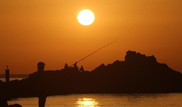 """""""De zonsopkomst heeft geen woorden bij nodig. Dit geldt ook voor de zonsondergang met de visser. Je ziet mens en natuur samen komen, ontspand."""""""
