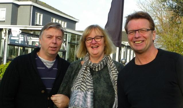 Fred Noorlander, Cokky Koetsier en Jos Timmermans (v.l.n.r.) organiseren nieuwe inloopcafés voor veertigplussers in Grandcafé De Hoek. De inloopcafés zijn voor mensen die nieuwe vrienden willen maken. Veertigplussers zijn de doelgroep, mensen met of zonder partner. FOTO: Morvenna Goudkade