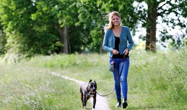 Renée Noor verzorgt met Spin & Kwispel cursussen zoals de puppycursus, en behendigheidslessen, maar heeft ook hondenuitlaatservice, dierenverzorging aan huis en een knaagdierenpension. (Foto: sanimage.nl)