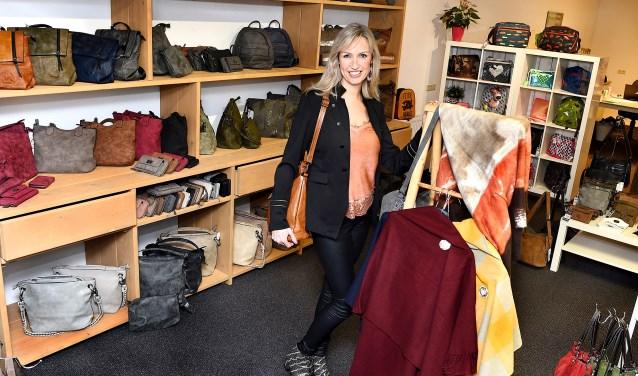 Ondernemer van de week: Sandra Veldhuis van het Tassenhuis. (foto: Roel Kleinpenning)
