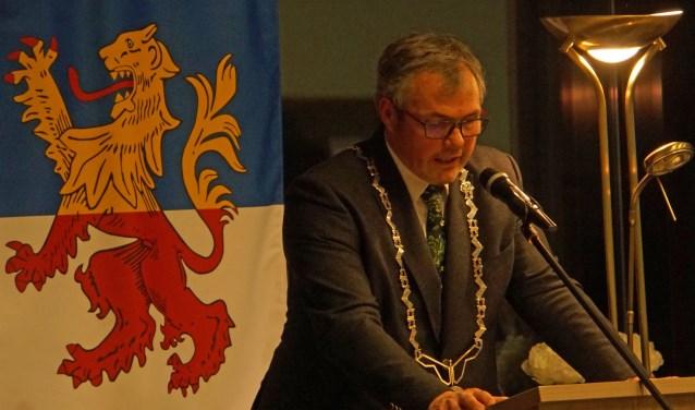 Burgemeester Jan Kottenberg hield een verbindende toespraak. (Foto's: Jan Woldberg)
