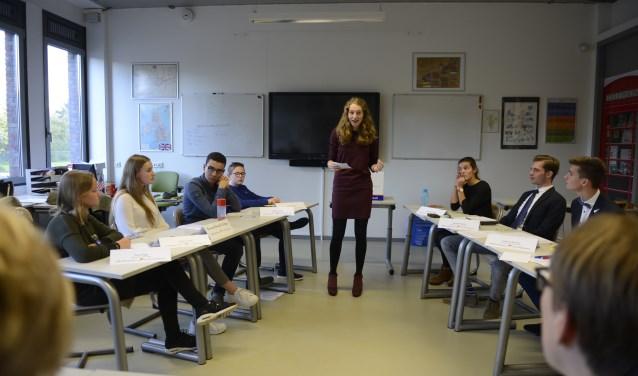 Het Wartburg College Guido de Brès is een van de drie Rotterdamse kanshebbers voor het debatkampioenschap!