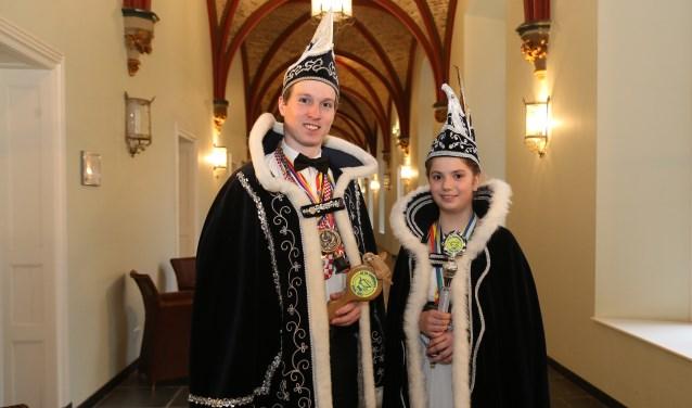 Prins Jochem d'n Urste en jeugdprinses Janne (Foto: Marco van den Broek).