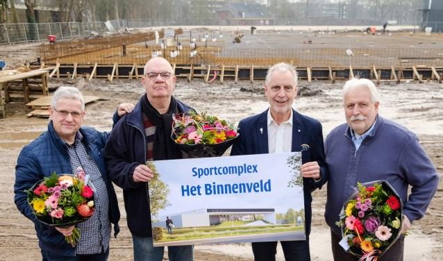 v.l.n.r.: Gertjan van Leeuwen (voorzitter KV Wageningen), prijswinnaar Willem van Velzen,  Han ter Maat (wethouder Sport) en prijswinnaar Kees Quint. (Foto: Guy Ackermans)