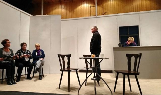 Brooks Toneel speelt dit weekend in zaal de Keizerskroon in Ruurlo het stuk 'Morgen ben ik de bruid'.
