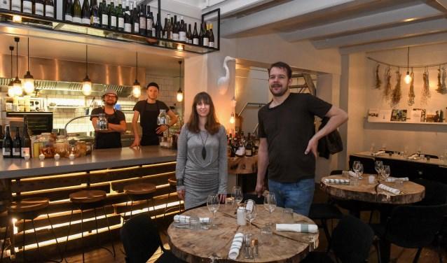 """Victor Stukker en Joyce Bielderman van Héron Petit Restaurant: """"De keuken is letterlijk het hart van ons bedrijf"""". FOTO: Aneo Koning"""